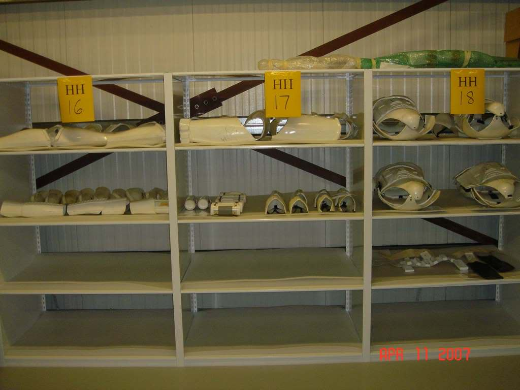 Armor_Shelf_02.jpg