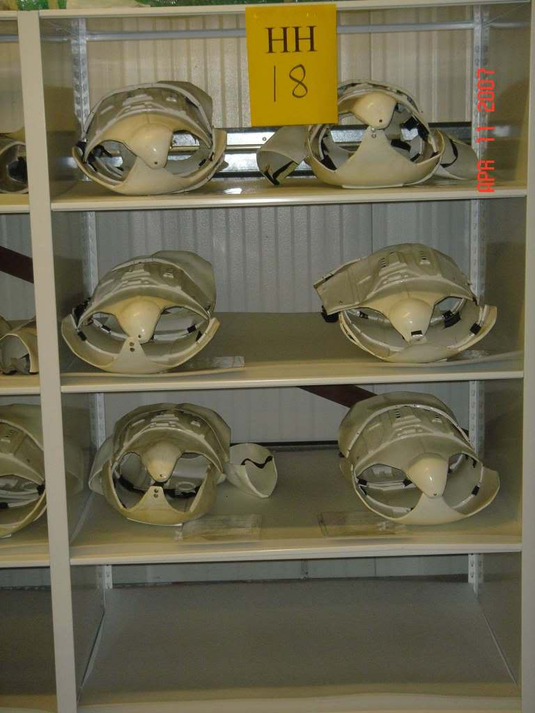 Armor_Shelf_03.jpg