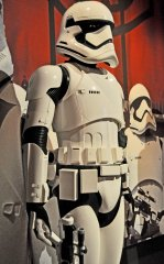 star-wars-tfa-stormtrooper-rt-closeup_23305873539_o.jpg