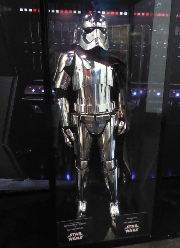 star wars last jedi captain phasma costume (1).jpg