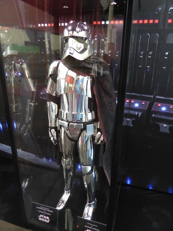 star wars last jedi captain phasma armor.jpg