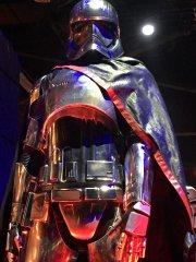 star-wars-7-captain-phasma-costume-detail.jpg